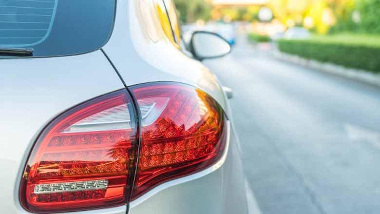Lampadina Luci Diurne Fiat 500 : Come sostituire la lampadina delle luci posteriori della tua ford